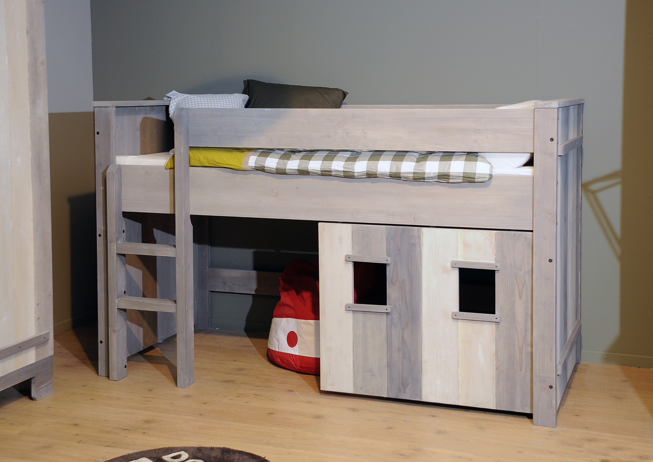 lit cabane le r ve de tout enfant abitare kids. Black Bedroom Furniture Sets. Home Design Ideas